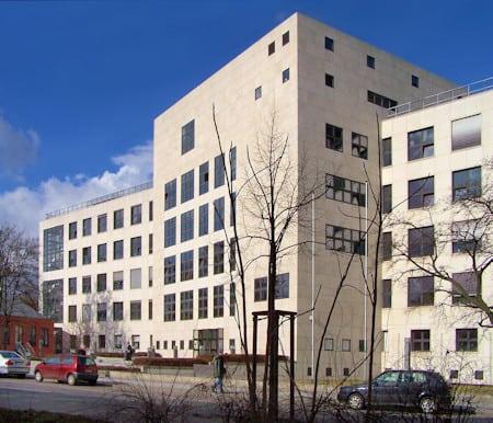 Gebäude des Amtsgerichts Tempelhof - Abt. für Familiensachen. Hier werden Scheidungen ausgesprochen, über Kindeswohl und Unterhaltszahlungen gestritten.