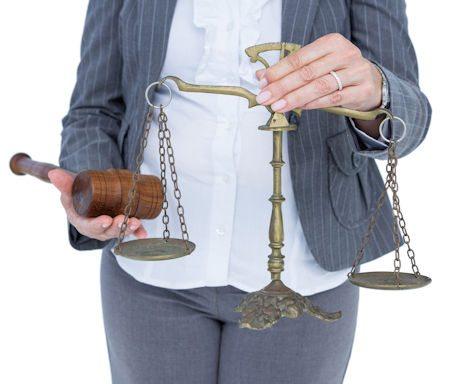 Ist die Schlechtleistung eines Arbeitnehmers auf eine unerlaubte Nebentätigkeit zurückzuführen, kann eine Kündigung gerechtfertigt sein.