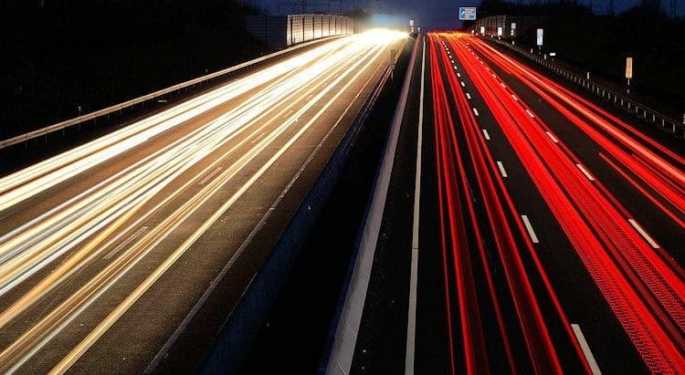 Spesenbetrug falsche Reisekostenabrechnung Bild mit Autobahn
