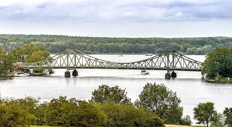 Anfahrt zur Detektei Potsdam über die Glienicker Brücke